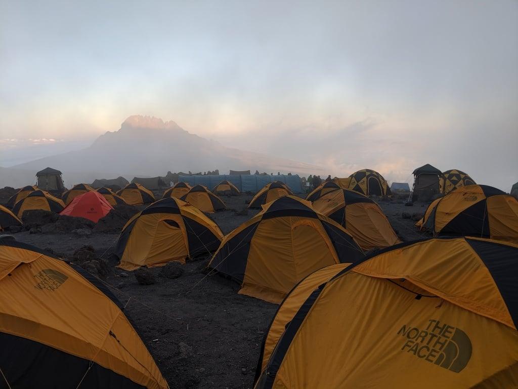 наш палаточный лагерь The North Face на Килиманджаро